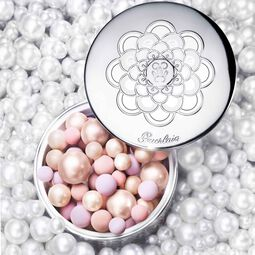 Light-revealing pearls of powder (See 3/4)