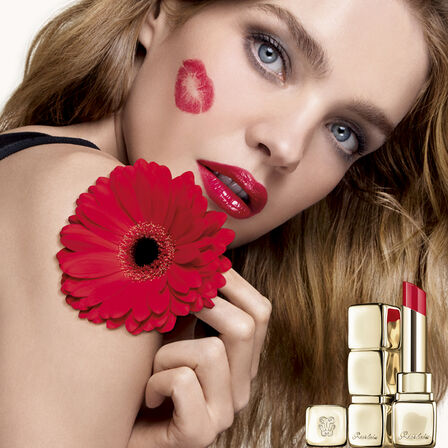 95% naturally-derived ingredients shine lipstick (See 5/5)
