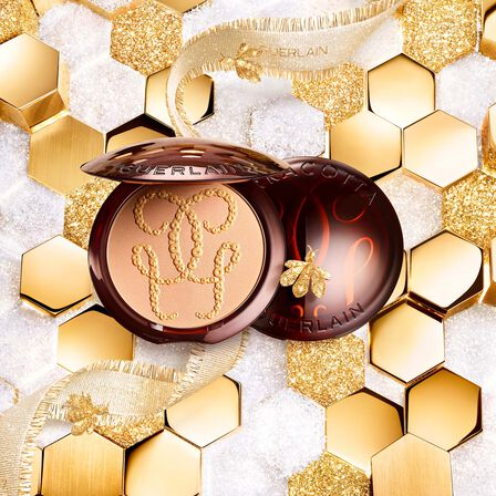 The Bronzing Powder - 96% naturally-derived ingredients (See 2/3)